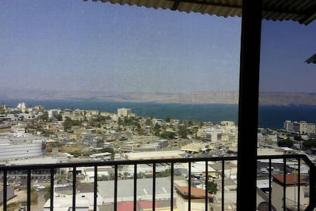 Rooms in Tiberias. Lovely view! r.2 - Apartment