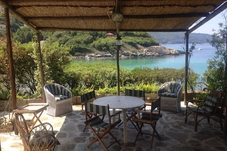 VILLA WITH FANTASTIC SEA ACCESS - Villa