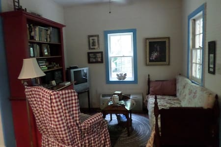 Lovely Lowcountry 2-bedroom Cottage - Charleston - Casa