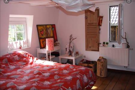 Une chambre dans une maison typique - Gästehaus