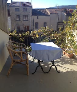 Classic french cityhouse with a beautiful terrasse - Ille-sur-Têt - Hus