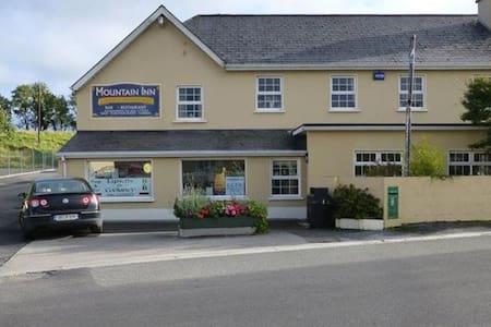 The Mountain Inn Pub / B & B - Bed & Breakfast