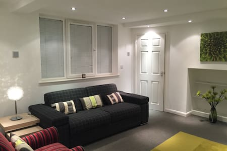 Self Contained Basement Studio - Leicester - Appartement