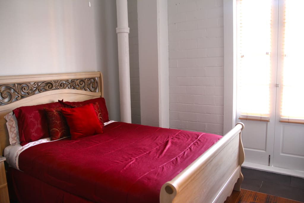Cozy French Quarter Suite Balcony Apartments For Rent In New Orleans