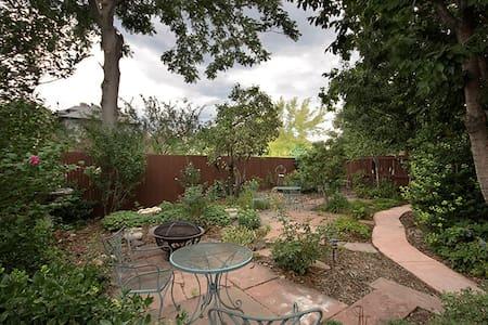 TreeHouse Suite, in Healing Center - Denver - Casa sull'albero