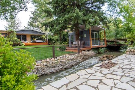 Artful & Comfy home on the creek - Casa