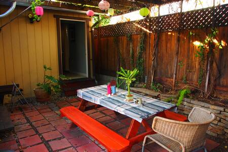 Cozy Secluded Studio in Hollywood
