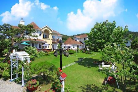 태안, 안면도, 해수욕장앞, 정원, 호텔식침구, 조식제공, 카페 - House