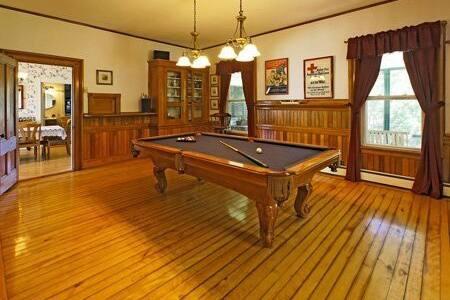 Rent the Perennial Inn. - Rumford - Hus
