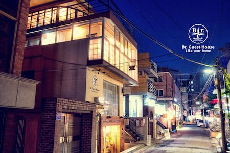 Br.house is located in one of the hippest place in Hongdae, and we are nearby the famous clothing store 'Style Nanda' where a lot of foreign visitors come to visit lately.