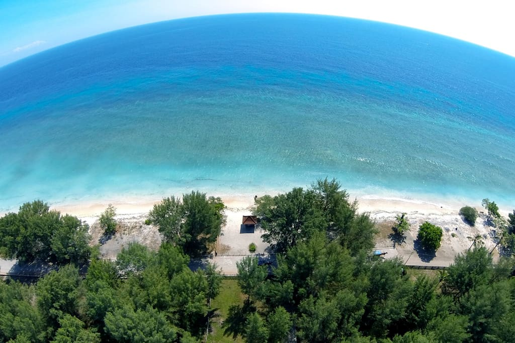 Spacious Deluxe Bungalow with amazing beach and sunset views