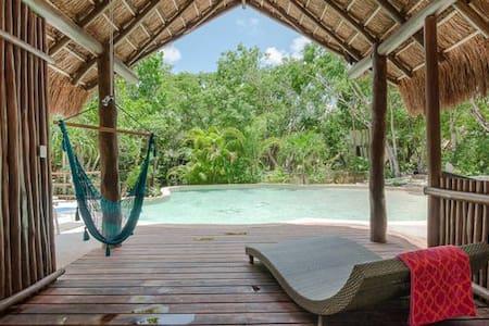 Pool + Cenote: Room Naranja