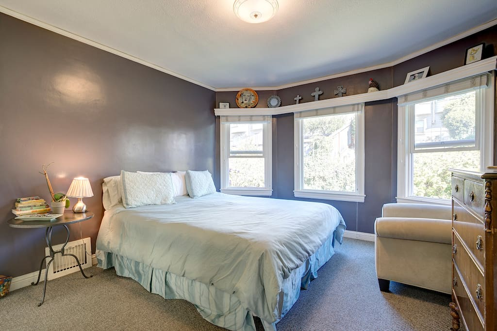 This king sized bedroom features new designer bedding (unfortunately not shown), two goose down filled duvets, tons of pillows and a large walk-in closet all overlooking the garden seen through bay windows.