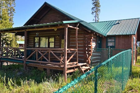 Historic Log Cabin on 3 Acres - 小屋