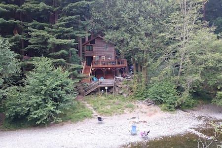 Dreamy Creekside Cabin in Redwoods - Casa