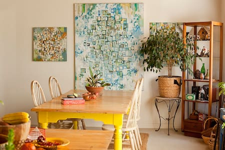 Artsy and charming shared home :) - Oak View - Casa