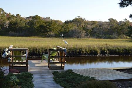 Canal waterfront 2 blocks to beach! - Oak Island