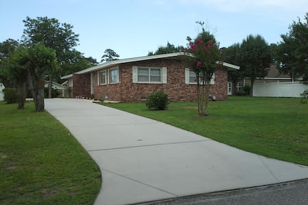 Spacious Ranch in the Heart of NMB