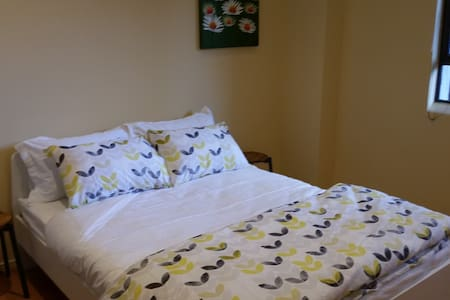 Yarra Room, 1 Large Private Room w/ Queen Bed - Melbourne - Apartment
