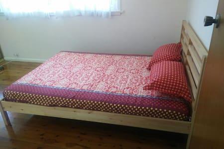 1 bed room in Eastwood - Ev