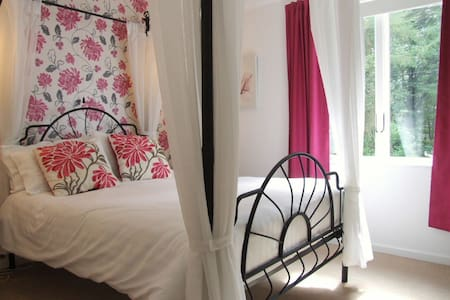 The Hereford 4 Posted ensuite room - Bed & Breakfast
