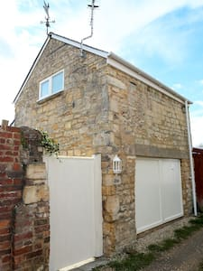 Detached Cotswold Stone Coach House - House