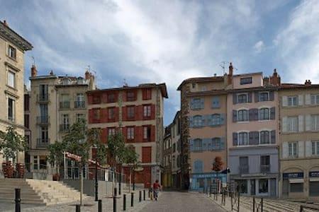 En plein centre historique du Puy - Lyxvåning