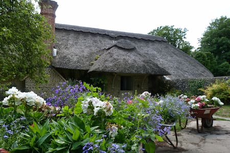 Bed&Breakfast in Thatched Cottage - Kingston/East Preston