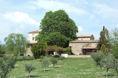 A stone farmhouse with amazing uninterrupted views - Mons