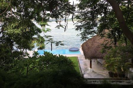 Maison du Lac - Tequesquitengo