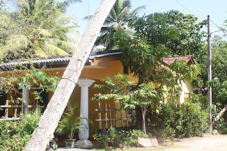 Banana leaf guestrooms 1 - Bed & Breakfast