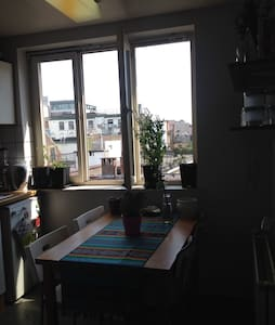 Bright, tranquil studio apartment - Ixelles - Apartment
