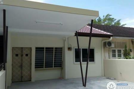 Strategic location & renovated - Ipoh - House