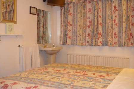 Double Room Small family run guest house - Horley - Autre