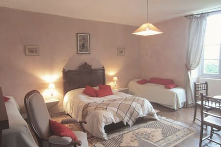 Domaine de Puytirel, Magnolia - Bed & Breakfast