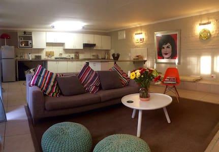 Parkhurst one bedroom cottage - Randburg - House