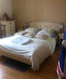 Chambre très calme en centre ville - Appartamento