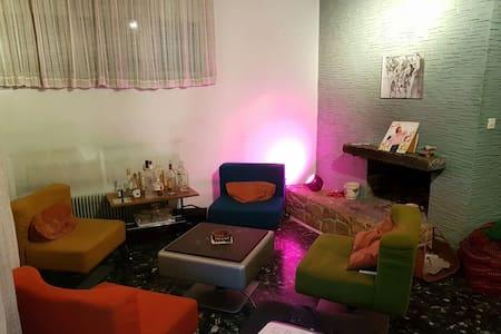 Chambre avec balcon dans une maison avec jardin - Versoix