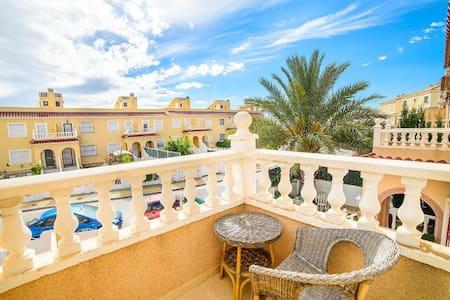 Casa Bonita, a Pretty Townhouse close to Alicante - Monforte del Cid