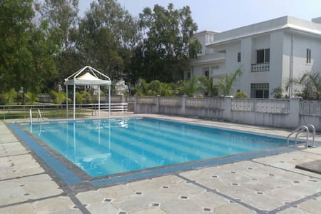 Upper Lonavala, 2BHK, Balcony and Common Pool. - Apartmen