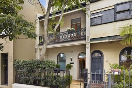 Grand terrace in heart of Sydney - House