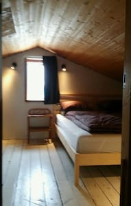 Extremely Central, cosy double atic room. - Reykjavík - Hele etagen