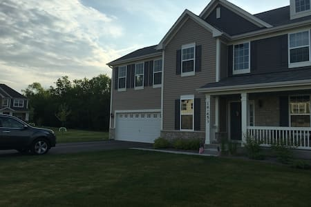 Newly built home, in Chicago western suburbs! - Willowbrook - House