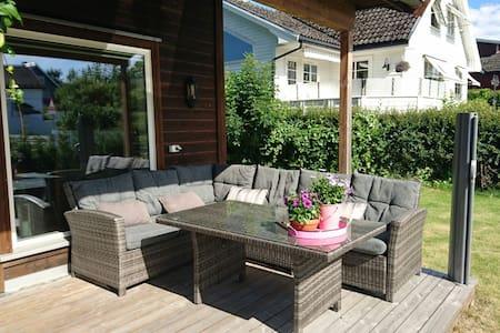 Sentralt, nytt hus i Porsgrunn - Haus