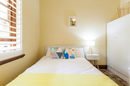Cosy room in Perfect Location Kew - Kew - House