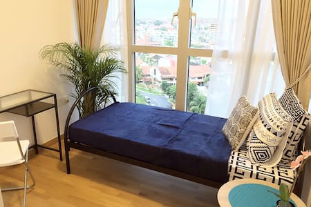 Com rm with deluxe view@bartley mrt - Singapore - Apartment