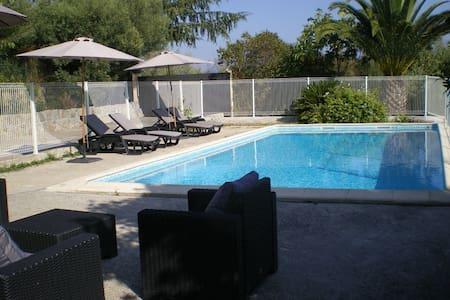 Charmante villa avec piscine sécurisée de  50 m 2 - Tanneron - House