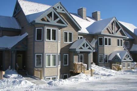 Townshend Ski in / out 2 bed condo - Pis