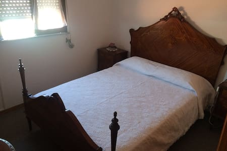 We offer you a clean and tidy room, in the historical centre of the city. The house is located 1 min away from the main avenue.