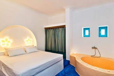 Sea view suite for 6 with Jacuzzi - Καμάρι